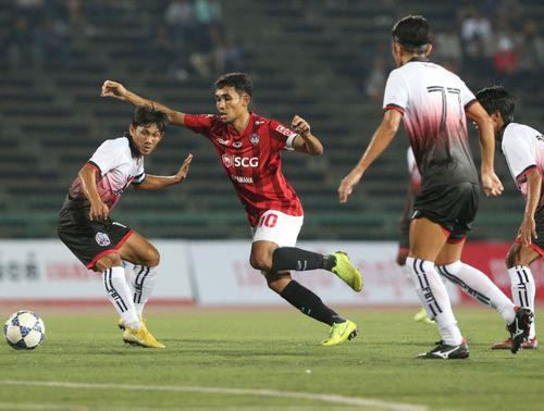 Đội bóng mới của Đặng Văn Lâm để thua các ngôi sao Campuchia