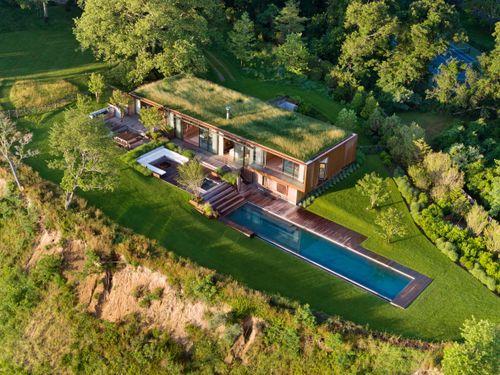 Ngôi nhà đẹp không chỗ chê với bể bơi sang chảnh ngoài trời