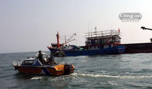 Cứu tàu gặp nạn trên biển