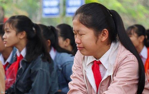 Những giọt nước mắt đau thương trong buổi lễ chào cờ ở ngôi trường có 6 học sinh đuối nước