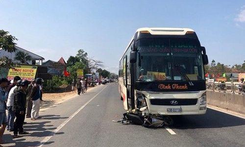 Bắt tài xế xe khách tông xe máy khiến 2 cha con tử vong