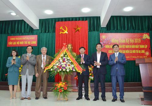 CLB Hưu trí Hạ Long chúc thọ 45 hội viên cao niên