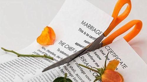 Người phụ nữ ly hôn chồng chỉ 3 phút sau khi kết hôn