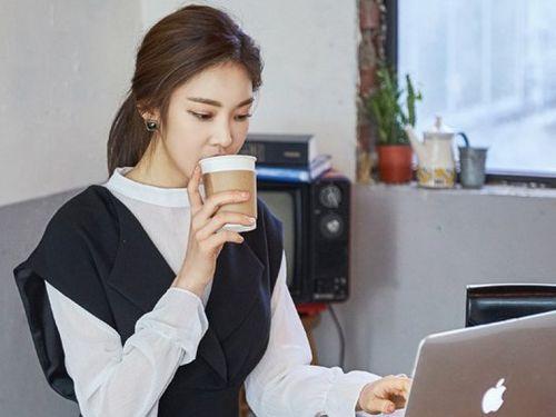 Mách nước phụ nữ văn phòng hạn chế tác hại của cà phê, bia rượu