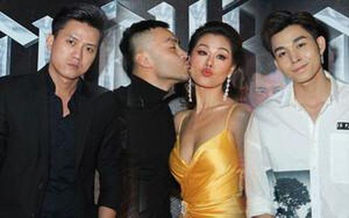 'Thập Tứ cô nương' Nam Thư quyến rũ trên thảm đỏ, hội ngộ 'anh Vi Cá', bất ngờ bị Dustin Nguyễn cưỡng hôn