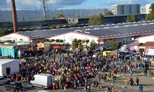Chợ Đồng Xuân Berlin: Vùng xám giữa hợp pháp và bất hợp pháp