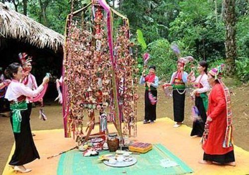 Hàng nghìn người đổ về Bàn Bù tham dự lễ hội