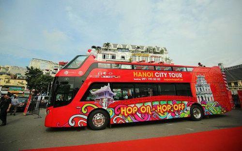 Phóng viên quốc tế được tham quan Hà Nội miễn phí bằng xe buýt hai tầng