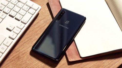 Samsung Galaxy A50 và A30 lộ ảnh thực tế: màn hình giọt nước, vân tay dưới màn hình