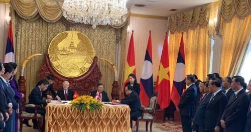 Việt Nam ký Hiệp định hợp tác phát triển điện và mỏ với Lào