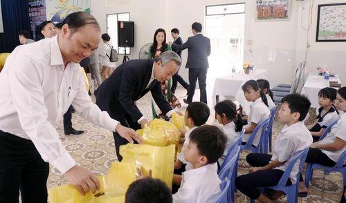 Thành phố Hadong-Gun tặng quà cho trẻ em đặc biệt khó khăn