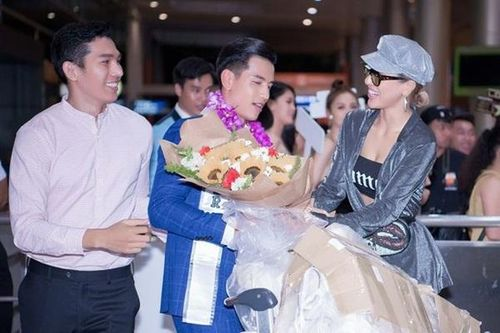 Tân Nam vương Quốc tế Trịnh Bảo được 'rừng' fan đón ở sân bay lúc nửa đêm