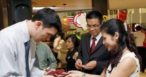 Đưa Trung Nguyên đến đỉnh cao cafe Việt: Ông Vũ hay bà Thảo đóng vai trò quyết định?