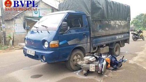 Truy đuổi xe tải nghi chở gỗ lậu, một chiến sĩ công an bị thương