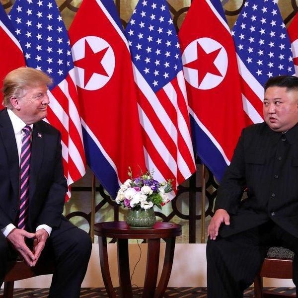 Chuyên gia ngôn ngữ cơ thể: Ông Trump và ông Kim có sự hòa hợp trong khoảnh khắc đầu tiên gặp nhau ở Hà Nội