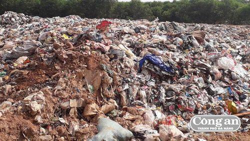 Người dân ngăn xe chuyển rác vào bãi rác tạm tại xã Vĩnh Long (H.Vĩnh Linh, Quảng Trị): Sự kiên nhẫn, chịu đựng đã vượt quá giới hạn