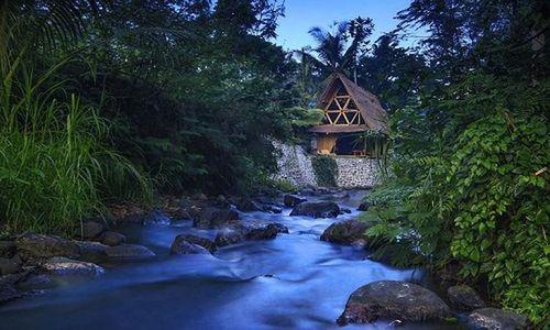Ngôi nhà bằng tre bên suối đẹp như chốn bồng lai