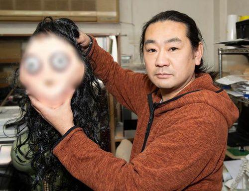Nghệ sĩ Nhật tạo ra 'quái vật Momo' bị nguyền rủa, dọa giết