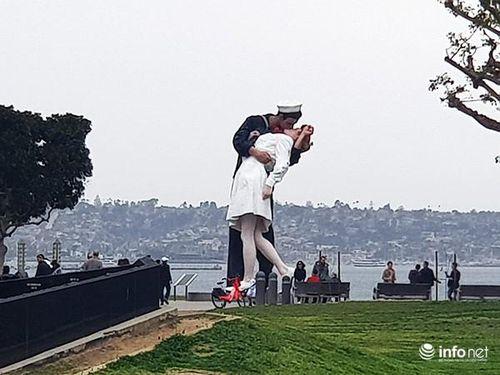 Khám phá du lịch Mỹ: Từ phố cổ Old Town đến 'Nụ hôn chiến thắng' ở San Diego