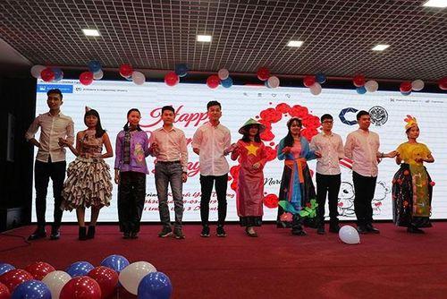 Sinh viên Việt Nam tại LB Nga giao lưu mừng ngày 8-3