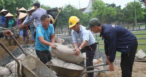 Công ty Formosa Hà Tĩnh cùng dân làm đường xây dựng nông thôn mới
