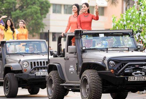 Dàn xe gần trăm tỷ của Đặng Lê Nguyên Vũ chở Hoa hậu tại Buôn Mê Thuột