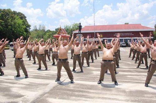 Trại huấn luyện 'hủy diệt mỡ bụng' dành cho cảnh sát béo phì