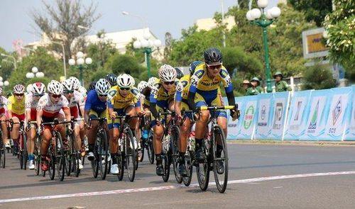 Sôi nổi chặng 7 Giải xe đạp nữ quốc tế Bình Dương 2019