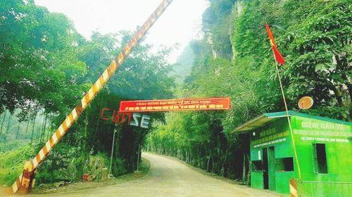 Ninh Bình: Lạ lùng vào khu du lịch bị chặn xe mua vé?