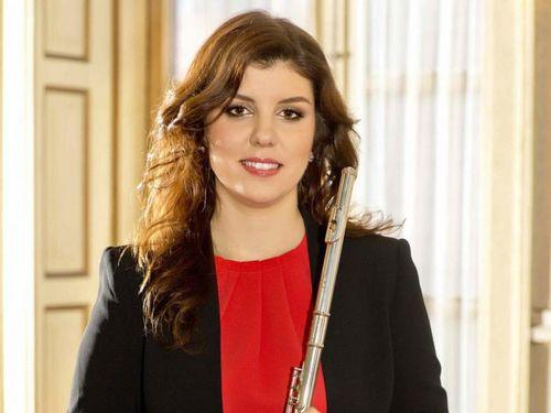Nghệ sĩ sáo flute nổi tiếng Adriana Ferreira diễn tại Hà Nội