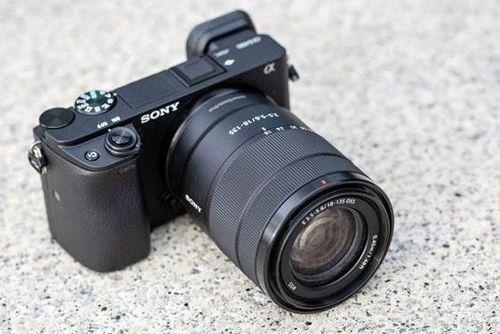 Sony ra mắt máy ảnh α6400 với tốc độ lấy nét nhanh hơn chớp mắt