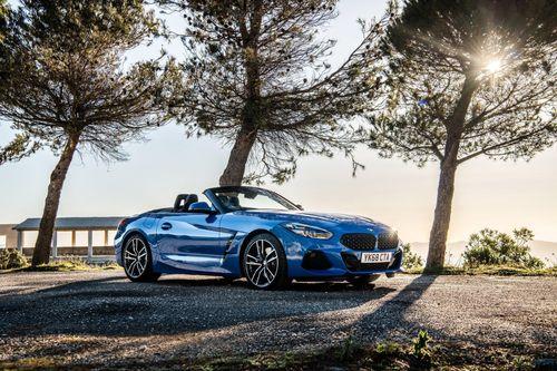 BMW Z4 Roadster chinh phục Anh quốc, giá từ 36.990 bảng