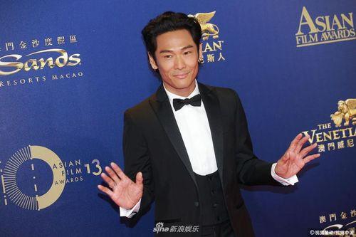 Thảm đỏ 'Asian Film Awards 2019': Han Ji Min khoe lưng trần, Park Seo Joon đọ sắc với Hoàng Cảnh Du - Kim Jae Joong