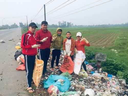Sinh viên Nghệ An hưởng ứng hot trend 'Thử thách dọn rác'
