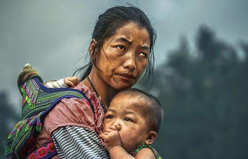 Bức ảnh mẹ con dân tộc H'Mông đoạt giải thưởng gần 3 tỷ đồng bị 'bóc mẽ'