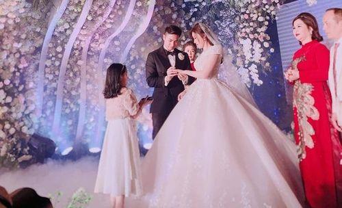 Cầu thủ Đặng Văn Lâm về Việt Nam dự đám cưới hot girl nhà giàu