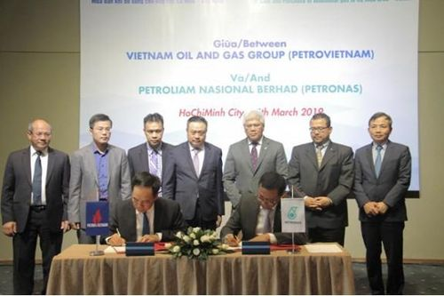 Petrovietnam và Petronas ký thỏa thuận khung về mua bán khí bổ sung