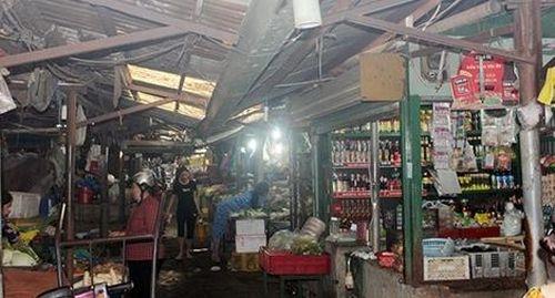 Tiểu thương lo 'bà hỏa' ghé thăm do chợ xuống cấp trầm trọng