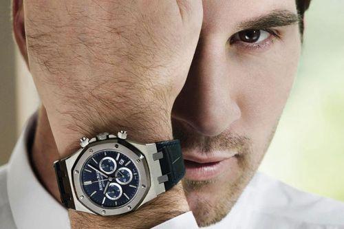 Đồng hồ cao cấp - phụ kiện ưa thích của các sao bóng đá
