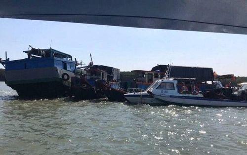 Khẩn trương tìm kiếm thi thể thuyền trưởng bị mất tích do chìm tàu hút trên sông Gò Gia