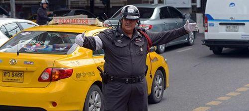 Tò mò chương trình 'diệt mỡ bụng' giảm béo cho cảnh sát Thái Lan
