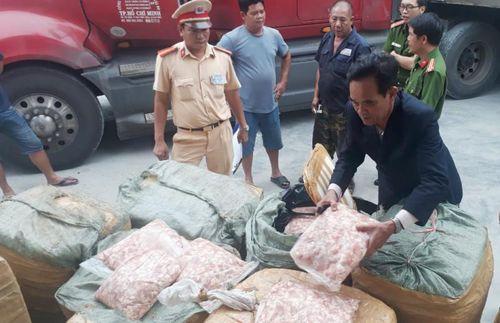 Thừa Thiên Huế: Bắt quả tang ô tô chở 1.500kg sụn gà không rõ xuất xứ
