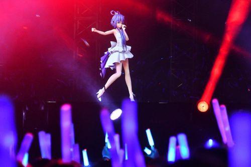Ca sĩ hoạt hình TQ có cả triệu người hâm mộ, show kín vé