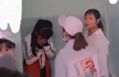 Lên facebook 'xưng chị' , nữ sinh lớp 7 bị đánh bầm giập