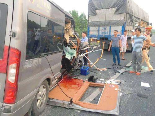 Kinh hoàng xe Limousine chạy khoán chuyến ở Thanh Hóa