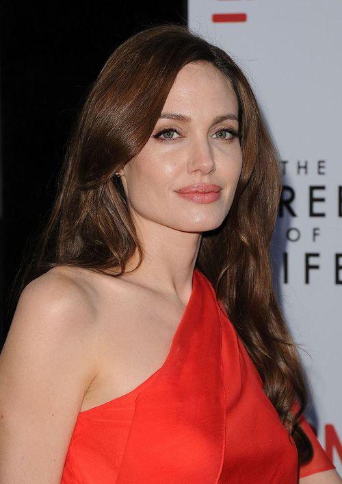 Angelina Jolie sắp trở thành siêu anh hùng của Marvel