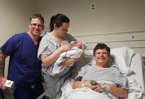 Con gái không có tử cung, mẹ mang thai hộ