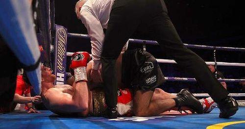 Kash Ali tái hiện cú cắn đối thủ của Mike Tyson