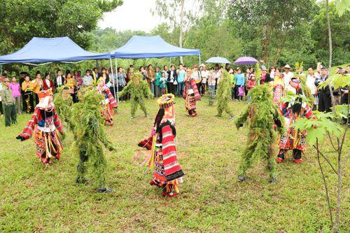 Thiêng liêng tục nhảy múa với Ma Cỏ của dân tộc Lô Lô
