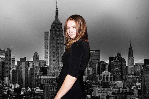 Cô gái Đức giả làm 'con gái nhà tài phiệt' lừa đảo giới tinh anh thành phố New York hàng trăm nghìn USD